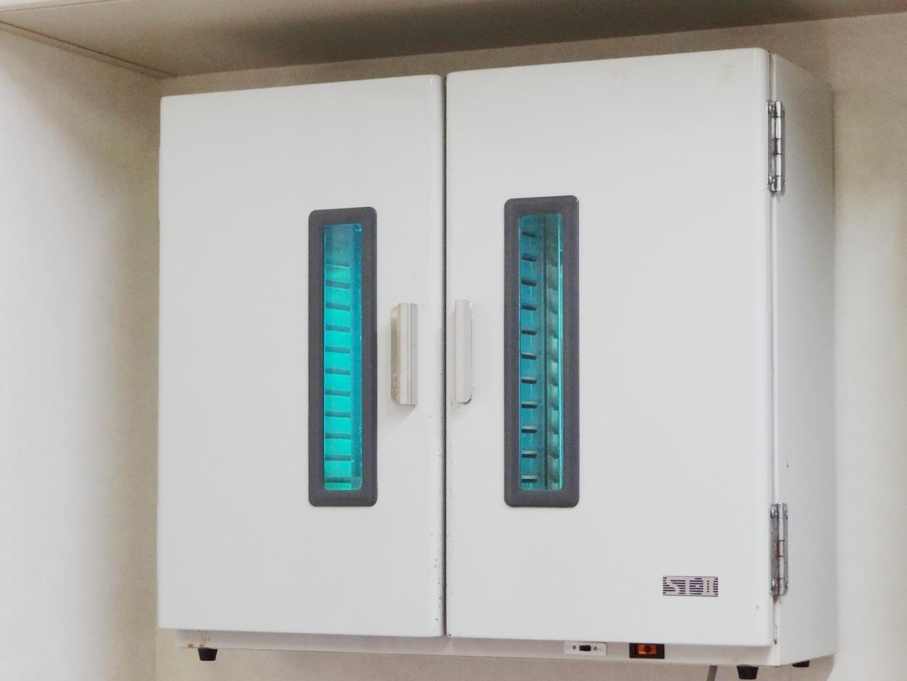 紫外線灯つき保管棚