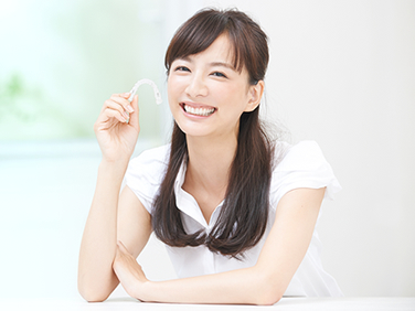 矯正治療は、一人でも多くの方に歯の健康と明るく元気な笑顔を手に入れていただくことを目標にしています。