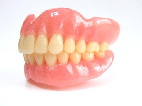 入れ歯のタイプ ~保険診療と自費診療について~