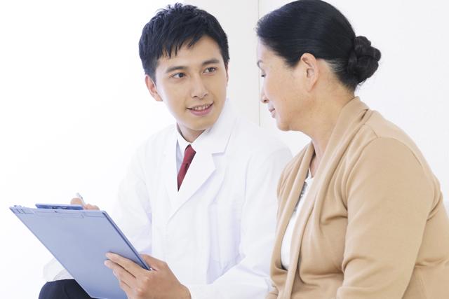 インプラント治療を行うためには、歯槽骨の十分な幅と深さが必要です。