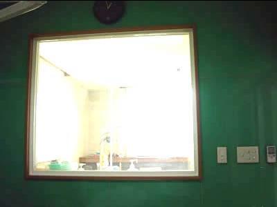 手術室見学用窓