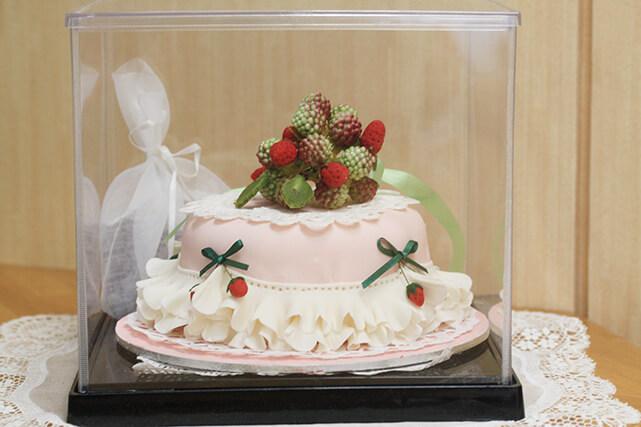 砂糖で出来でいるケーキです。患者さんの作品です。いつもありがとうございます。