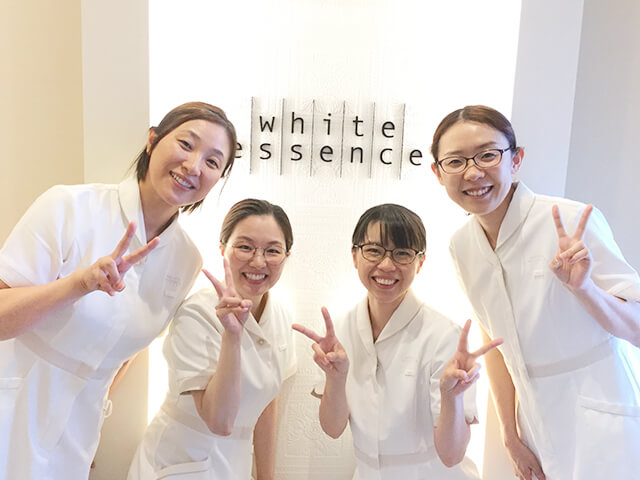 特徴 2 専門教育を受けた 女性歯科医師と 歯科衛生士のみが施術を担当
