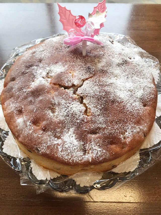 クリスマスの日に竹屋先生がケーキを焼いてきてくれました。