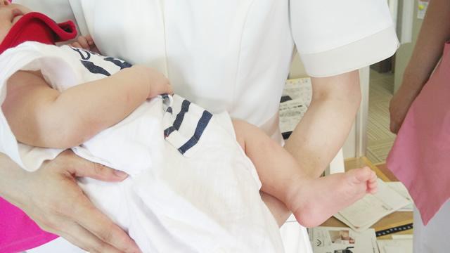 産休中のスタッフが赤ちゃんと遊びに来てくれました。