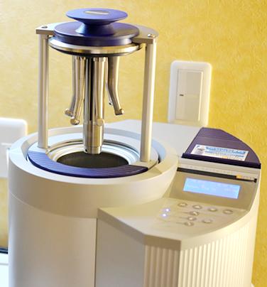厳しいヨーロッパ基準と同じ衛生環境の下、洗浄・滅菌システムを導入し、患者さんに安心、安全な治療をご提供しております。