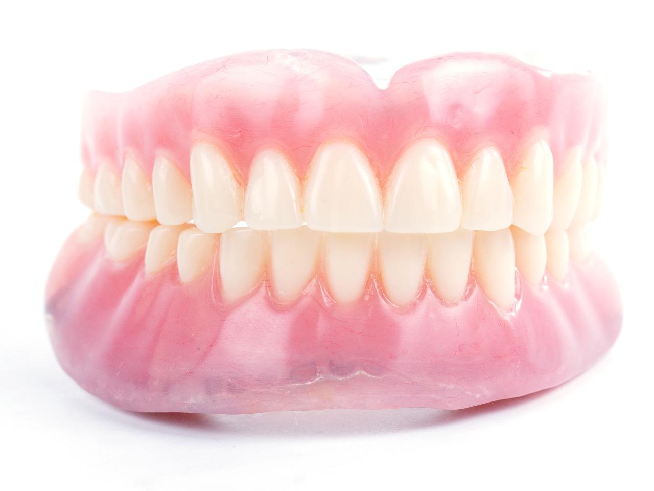 総義歯 (総入れ歯)