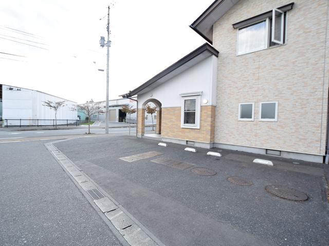 医院横駐車場(3台分)